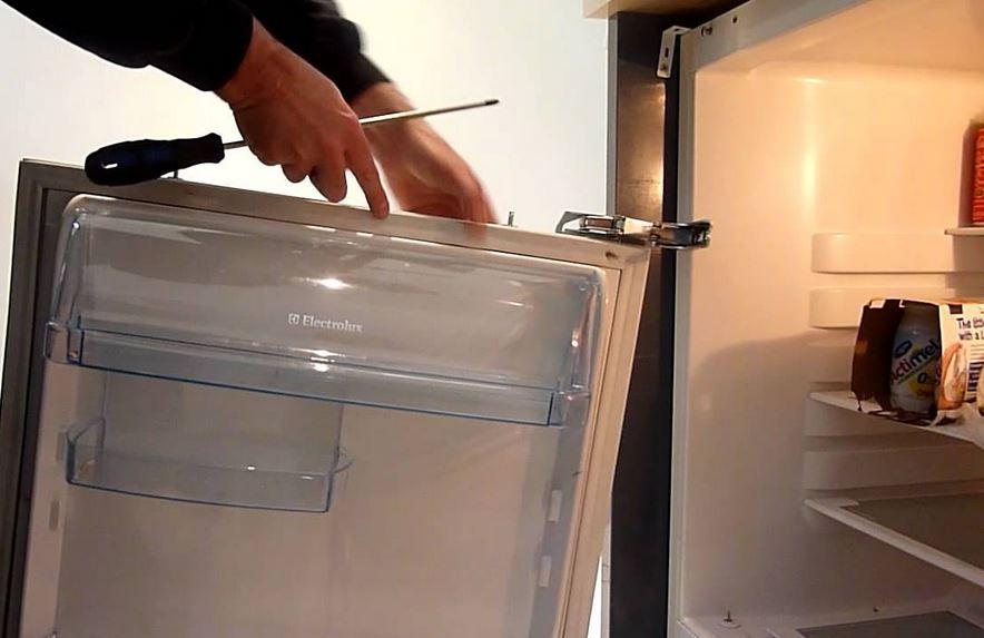 Hűtőgép zsanér csere